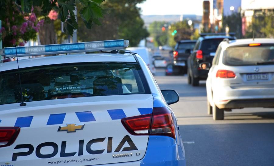 El asalto ocurrió en la esquina de Independencia y Entre Ríos de Neuquén. (Foto: Mauro Pérez.-)