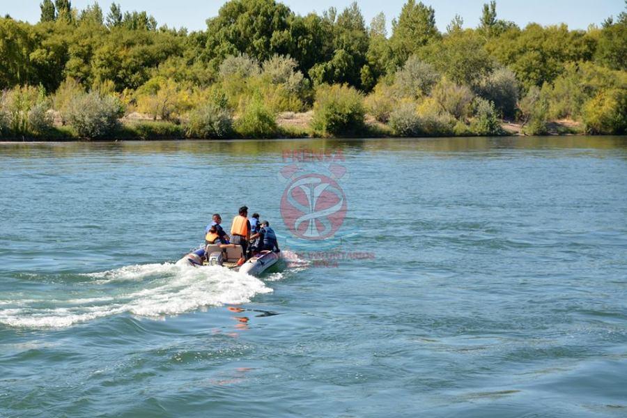 Bomberos de Roca, Mainqué y Allen colaboraban en la búsqueda de una persona desaparecida desde el viernes. Foto Gentileza.