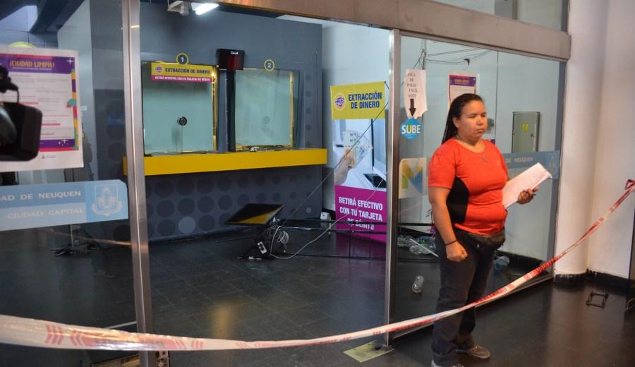 Los delincuentes quisieron ingresar a una oficina de Pago Fácil. (Foto: Yamil Regules.-)
