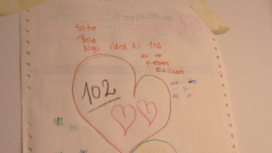 Si se sufre o conoce algún tipo de situación de violencia o abuso infantil, llamar al 102.