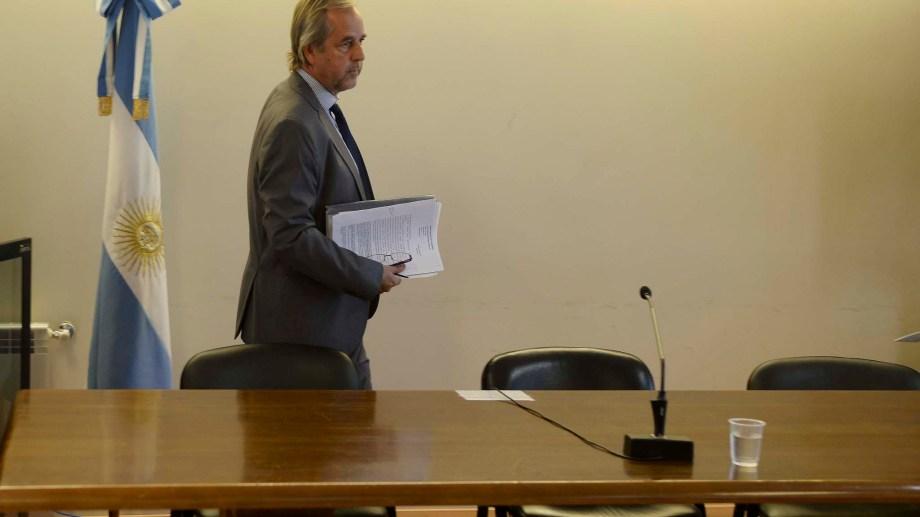 El juez Gregor Joos escuchará el miércoles los argumentos del fiscal Martín Govetto contra la resolución que declaró inconstitucional la ley que suspende los juicios por jurados durante 6 meses en Río Negro. (Foto: Alfredo Leiva)
