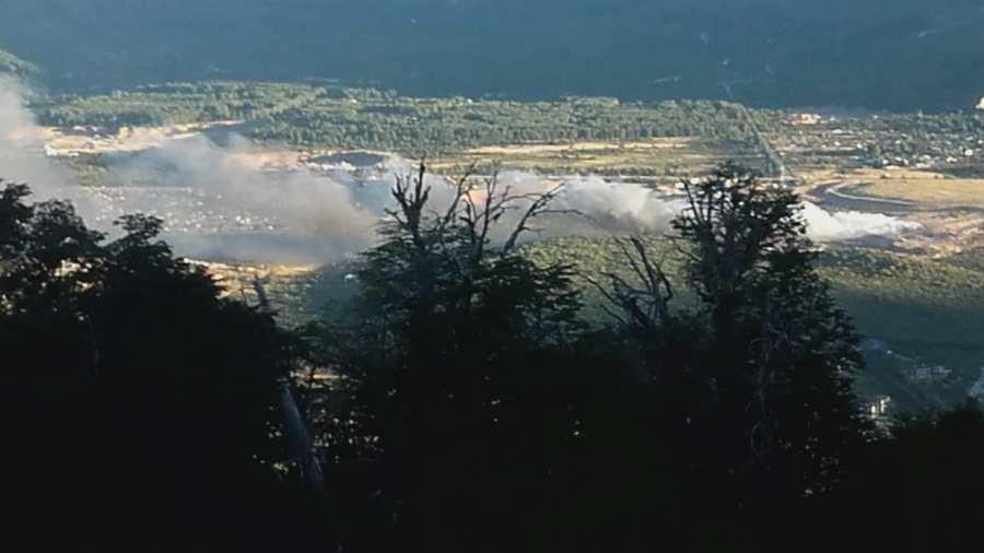 La columna de humo afectó a varios barrios de la ciudad. (Foto: Alfredo Leiva)