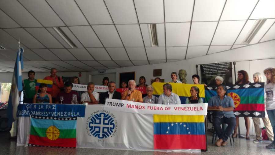 Esta mañana se realizó una conferencia donde distintas organizaciones manifestaron su postura sobre Venezuela. (Gentileza).-