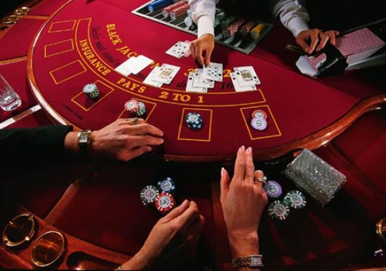 Weretilneck anunció que rescindirá el contrato del casino de Bariloche