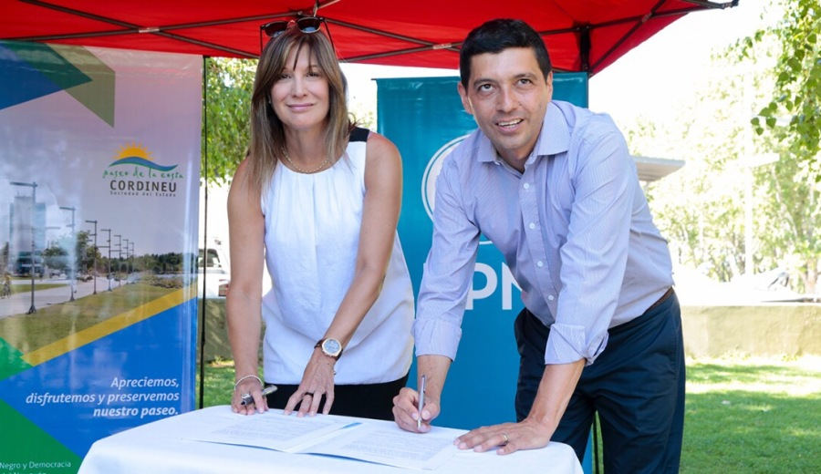 El convenio lo firmaron hoy a la mañana la titular de provincia de Cordineu, María Laura Vilche, y el presidente del banco, Marcos Koopmann. (Gentileza)