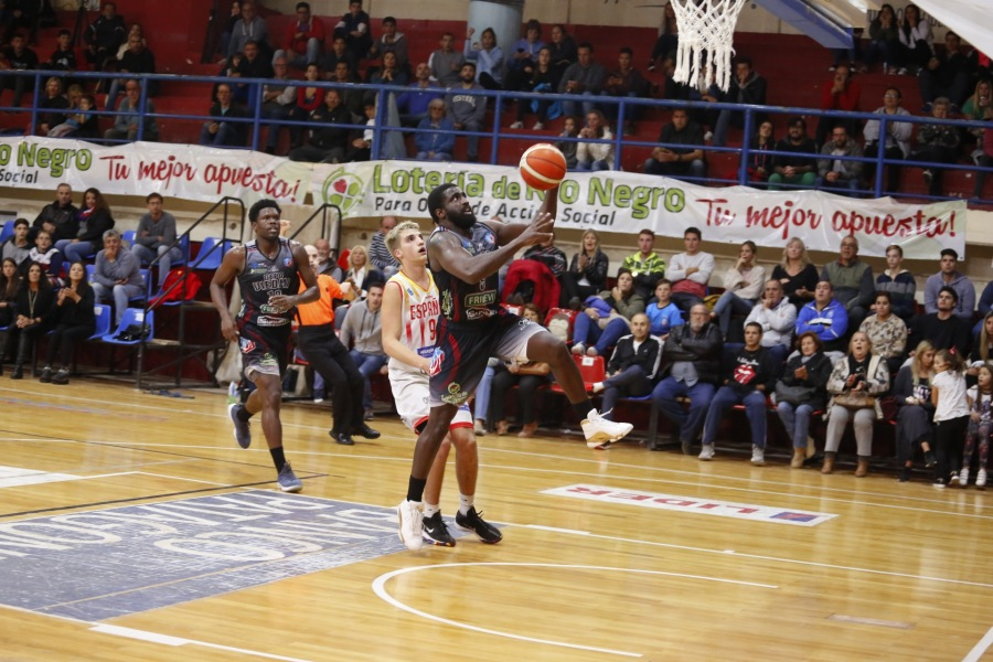 Keeyron Sheard fue la figura de Deportivo Viedma con 26 puntos. Foto: Gentileza Prensa Deportivo Viedma.