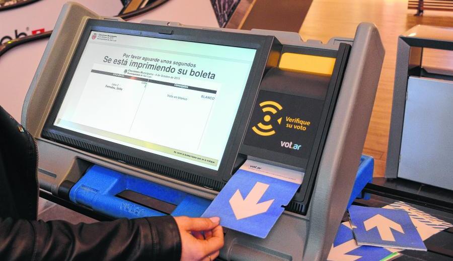 La boleta única electrónica será utilizada en las elecciones municipales del 22 de septiembre. (Archivo).-