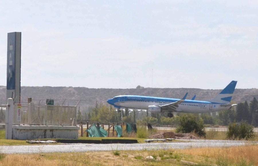 El aeropuerto internacional de la capital neuquina será la pista de aterrizaje para la conexión estadounidense.  Foto: Yamil Regules.