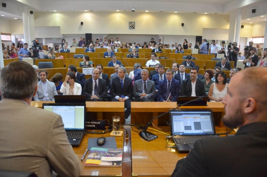 Durante la apertura de sesiones, en febrero, varios posibles candidatos estuvieron junto a Quiroga.