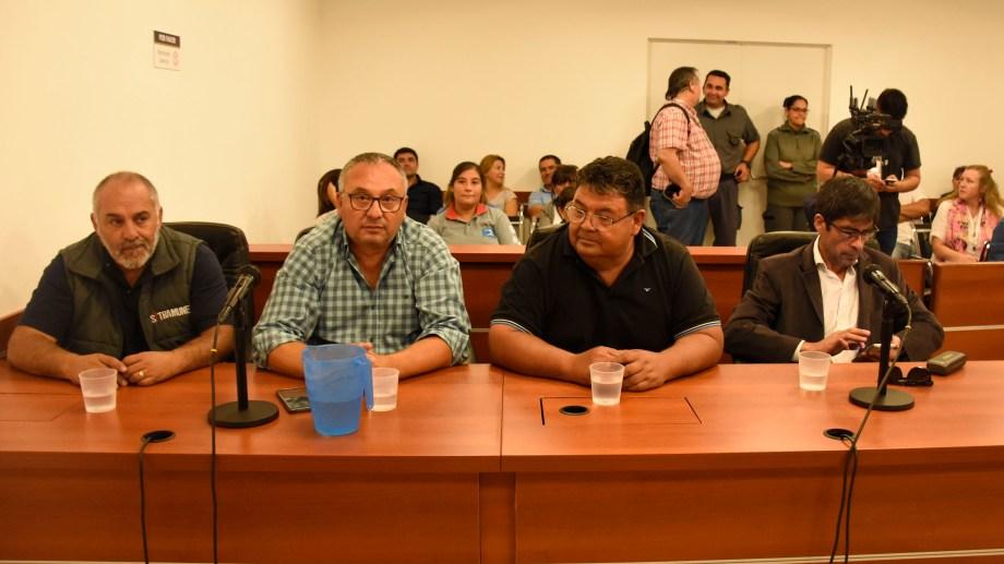 Baudino (de camisa a cuadros) durante la audiencia. (Archivo: Florencia Salto)