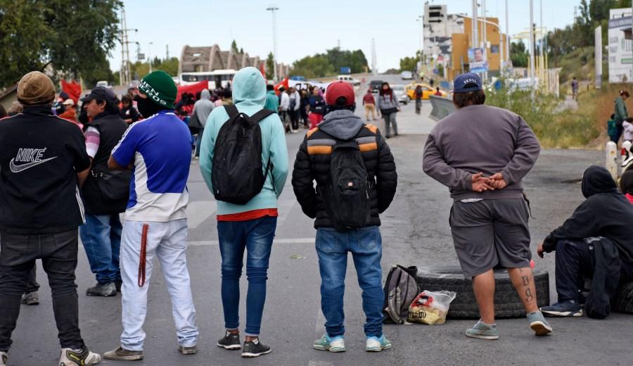 Ayer, el Frente Darío Santillán realizó un corte en los puentes durante la mañana. (Archivo Florencia Salto).-