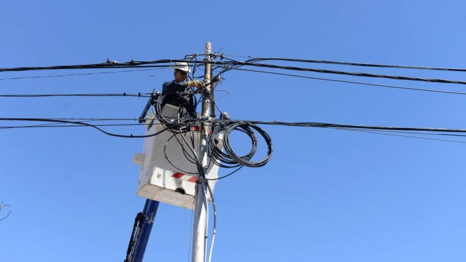 Personal de la CEB realizará tareas en la línea de media tensión. Foto Archivo