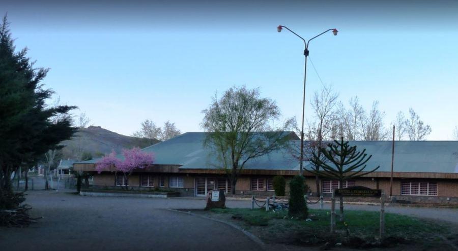 La polémica rodea la escuela 28 de Andacollo después del hecho del viernes pasado. (Captura).-