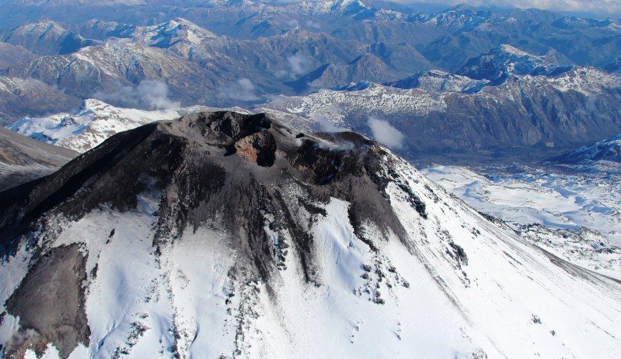 El Complejo Volcánico Nevados de Chillán registró tres explosiones desde ayer. Foto archivo: @biobiochile