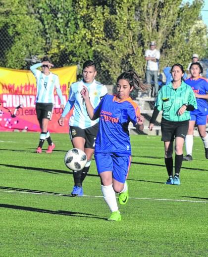El conjunto nacional demostró su mejor nivel ante el combinado local y convirtió 12 goles en el primer tiempo.