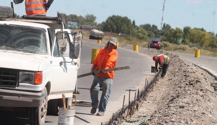 La ampliación de la Ruta 22 entre Senillosa y Plottier aun no fue habilitada pero se permitirá su uso de forma excepcional. (Archivo Oscar Livera).-