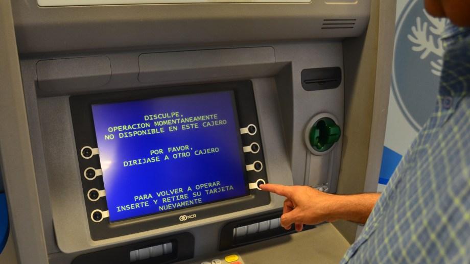 El jueves comienza el cronograma de pagos para los empleados estatales de Neuquén.  (Foto: Juan Thomes).