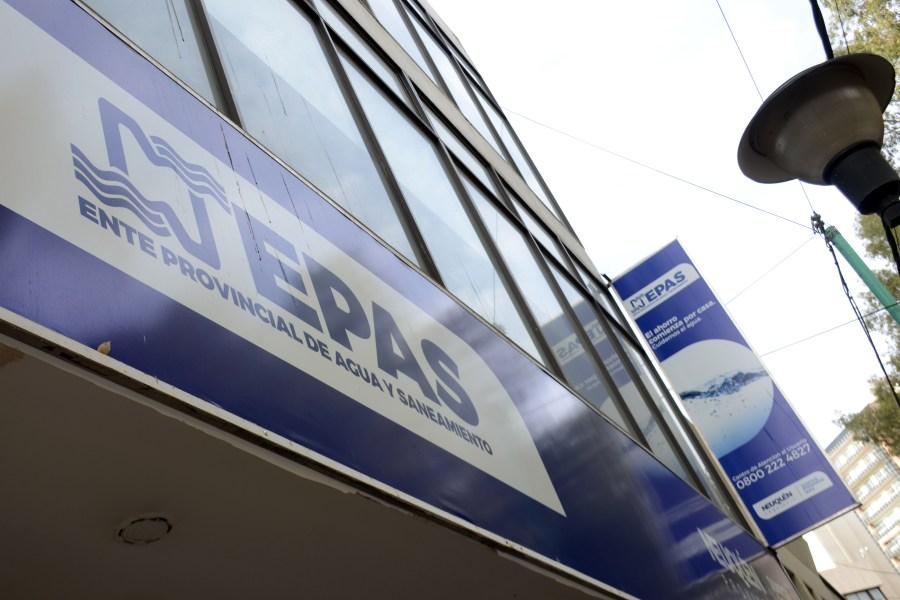 Desde el EPAS se advirtió que la reparación del acueducto puede demandar todo el día. (Archivo Juan Thomes).-