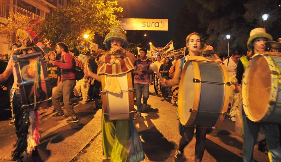 Organizaciones de derechos humanos, partidos políticos, sindicatos y organizaciones sociales se sumaron a la convocatoria que se concentró en el centro de la ciudad. (Foto: Juan Thomes).