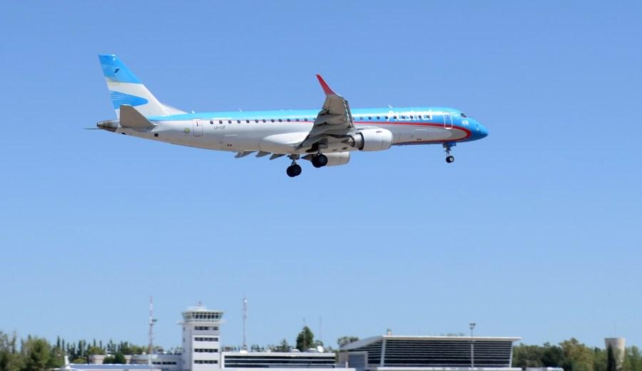 Por el momento, la protesta de APA no afecta los vuelos. (Archivo Juan Thomes).-