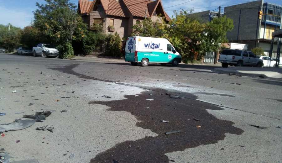 El siniestro vial ocurrió esta mañana, en la intersección de Independencia y Linares. (Yamil Regules).-