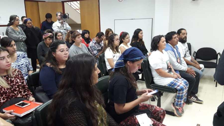 Referentes de comunidades mapuches y los padres de Nahuel en la audiencia de apelaciones. (Foto: César Izza)