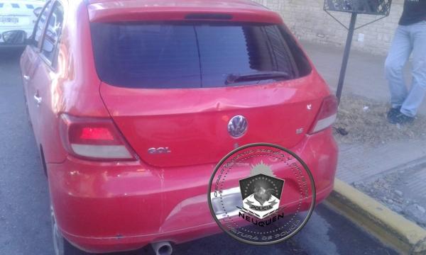 Los delincuentes abandonaron el vehículo en el que circulaban, había sido robado en La Pampa. (Foto: Gentileza.-)