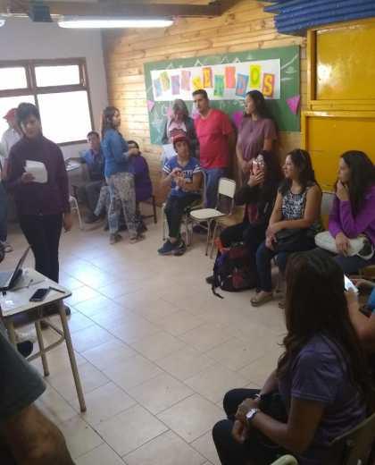 Los padres de la escuela especial de formación 6 plantearon sus inquietudes a las autoridades educativas. (Foto: gentileza)