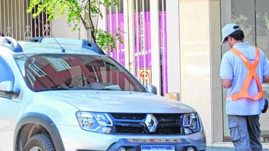 El municipio publicó un nuevo edicto de patentes con deuda por no pagar estacionamiento. (Archivo).-