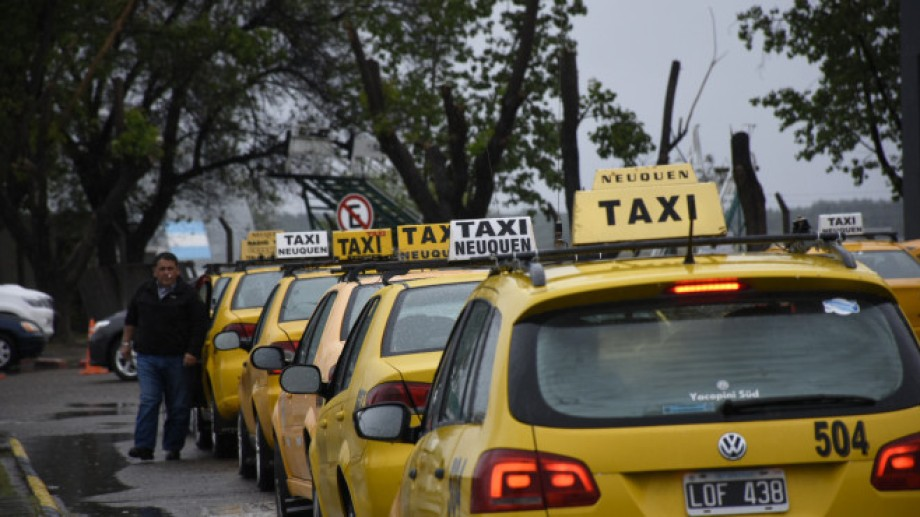 Desde ayer hay nuevas tarifas de taxis y remisses en Neuquén. (Archivo Matías Subat).-