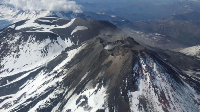 Anoche se registraron algunas explosiones en Nevados de Chillán. (Archivo).-