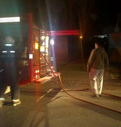 Creen que el incendio en la casa del sospechoso de homicidio fue intencional. (Gentileza Cutral Co al Instante)