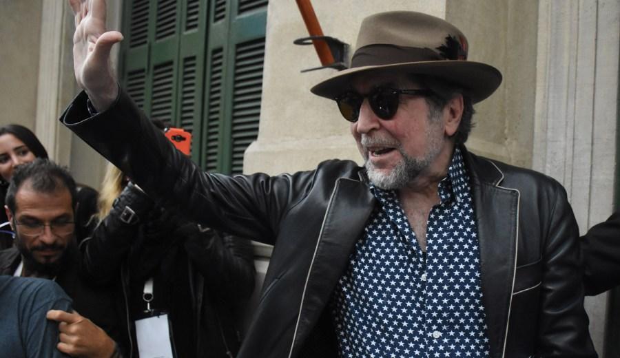 Joaquín Sabina recibió el cariño de los cordobeses en la calle y el el teatro.