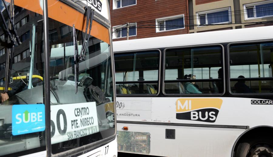 La empresa Mi Bus presta el servicio de transporte público de pasajeros en Bariloche.