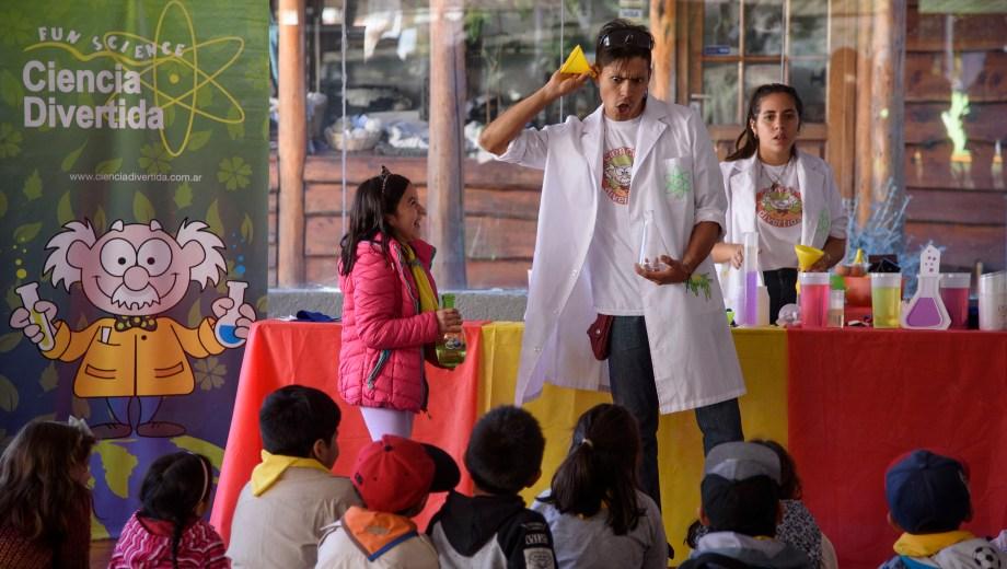 """""""Ciencia chocolatosa"""" ayer y hoy por la tarde en el Scum. Foto: Marcelo Martínez"""