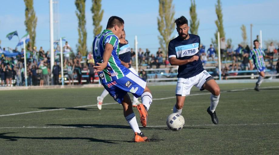 Maronese pisó fuerte en su visita a La Amistad y ganó por penales. Es el único equipo que zonal que sigue en el torneo. (Foto: Mauro Pérez)