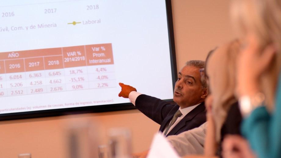 Estadísticas a la vista. El presidente del TSJ expuso ante los diputados de Asuntos Constitucionales. (Foto Mauro Pérez)