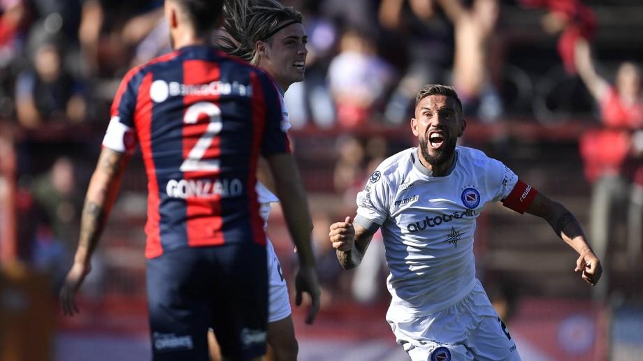 Torrén marcó el único gol del partido en La Paternal.
