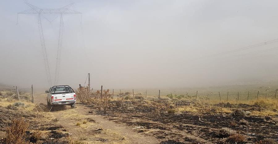 La zona del incendio ayer. (Foto: Gentileza Defensa Civil Piedra del Águila)