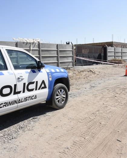 El cuerpo del sujeto fue hallado ayer al mediodía en una gamela. (Foto: Florencia Salto.-)
