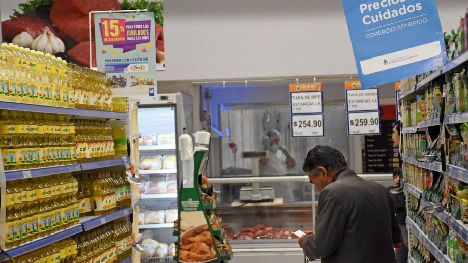 """Aun restan un 60% de los productos que forman parte del listado de """"precios esenciales"""" en Neuquén. (Florencia Salto).-"""