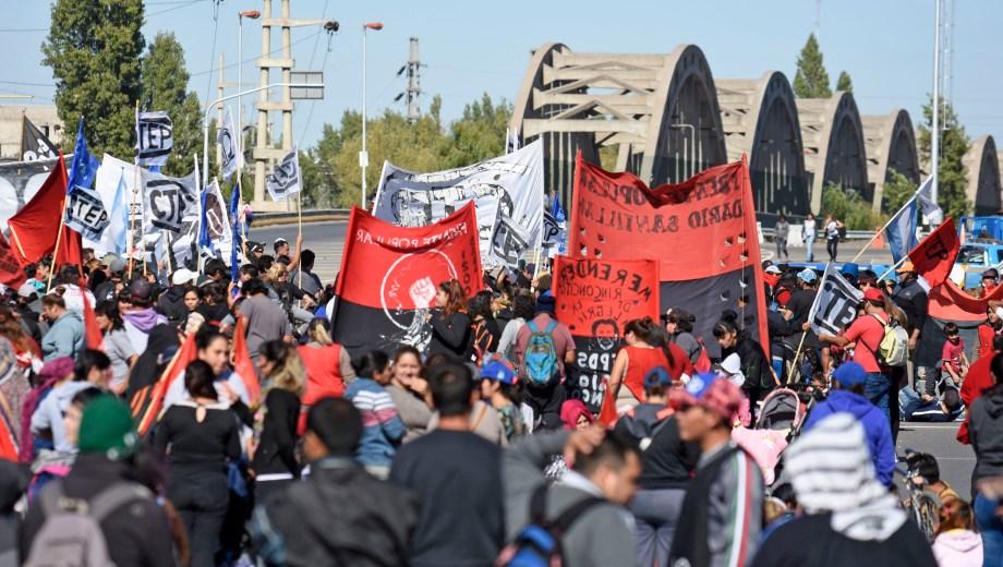 Las organizaciones sociales volverán a protestar al puente.  Foto: Archivo Florencia Salto