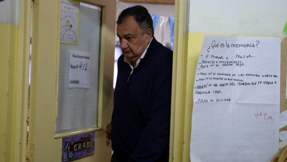 El intendente Gustavo Gennuso votó en la escuela 321, media hora después de Arabela Carreras. Foto: Chino Leiva