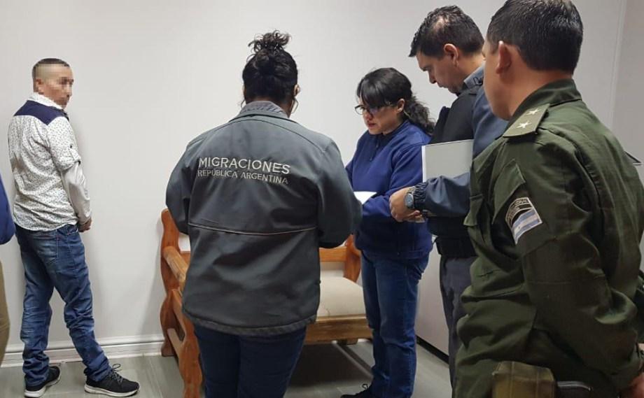 El hombre fue entregado a la Policía de Investigaciones de Chile. Foto: gentileza