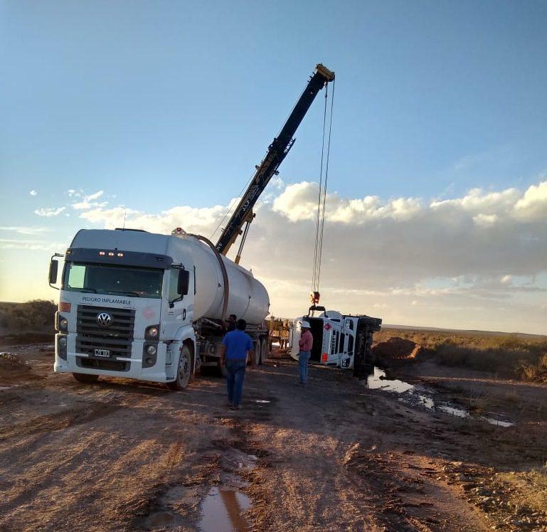 El camión recién pudo ser retirado un día después del hecho. (Foto: Gentileza)