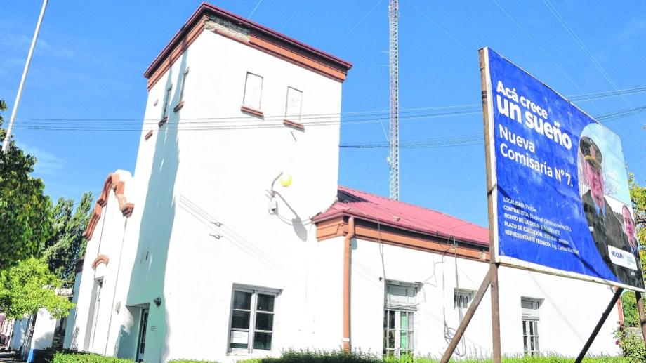 En el edificio policial se mantendrá sólo el casco más antiguo. (Foto: Juan Thomes)