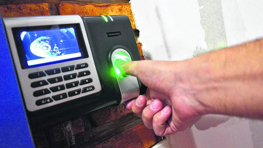 Altec ya tiene nuevos relojes para incorporar a los hospitales. Economía y Salud acordaron el inicio del equipamiento en el Artémides Zatti de Viedma. (Foto: Marcelo Ochoa).