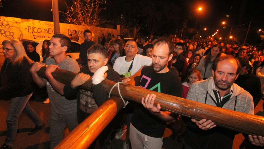 El tradicional Via Crucis. Foto: Oscar Livera