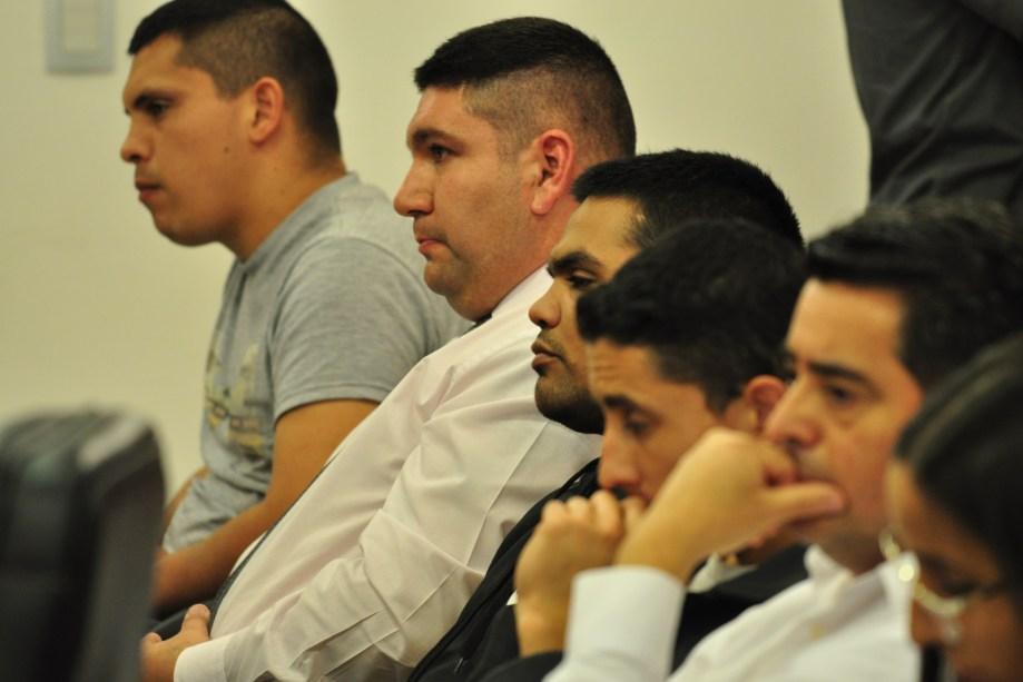 Los policías declarados responsables por la agresión al joven de Picún Leufú. (Foto Juan Thomes)