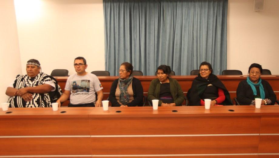 Los integrantes de la comunidad Campo Maripe en el banquillo de los acusados. Foto Juan Thomes